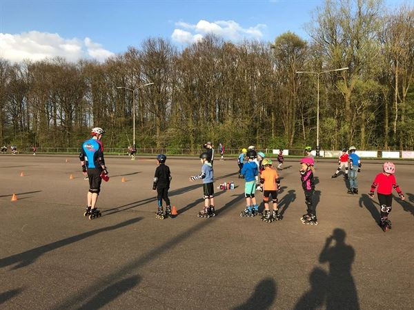 Zonnige start skeelertrainingen Hengelose IJsclub